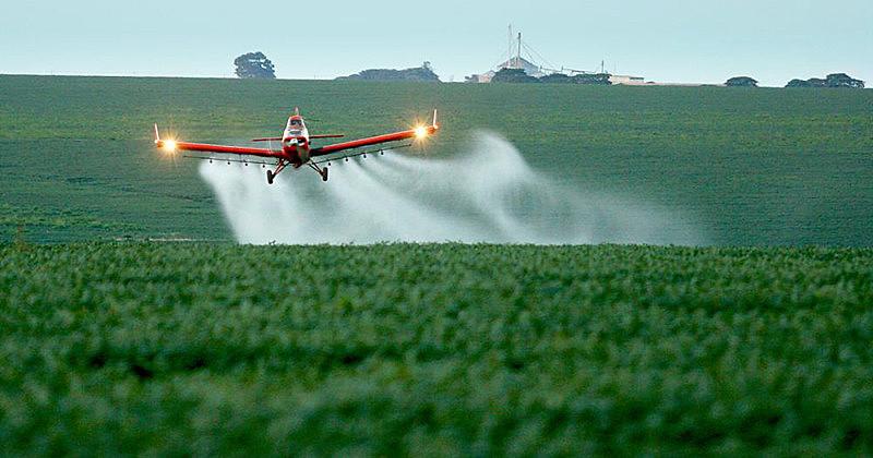 Pulverização aérea de agrotóxicos traz graves consequências para a saúde dos moradores