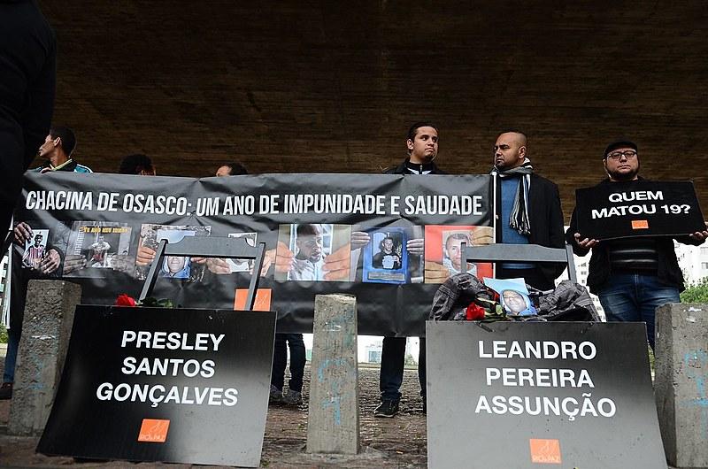Famílias das vítimas das chacinas nas cidades de Osasco, Itapevi e Barueri, fazem um ato no vão-livre do Masp, em São Paulo - 12/08/16