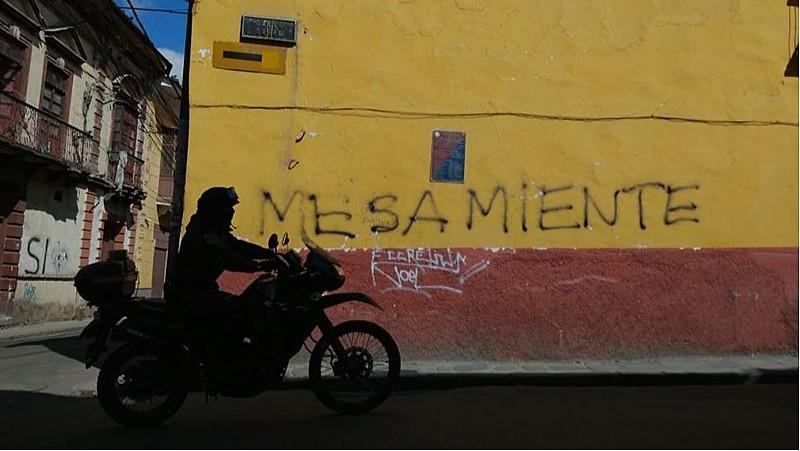 Pichação no centro de La Paz em protesto contra o candidato da oposição Carlos Mesa