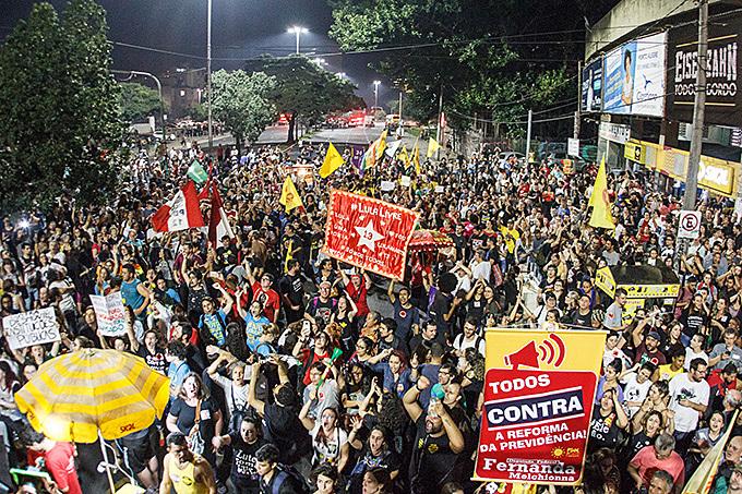 Em Porto Alegre, dezenas de milhares de pessoas fora às ruas na Greve Geral