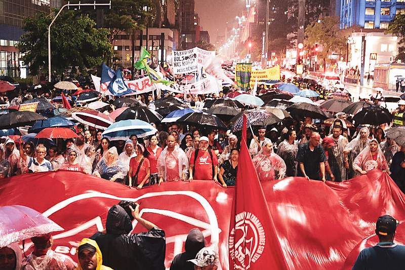 """Mobilização ocorreu após Eduardo Bolsonaro, líder do PSL na Câmara e filho do presidente, defender """"novo AI-5"""""""