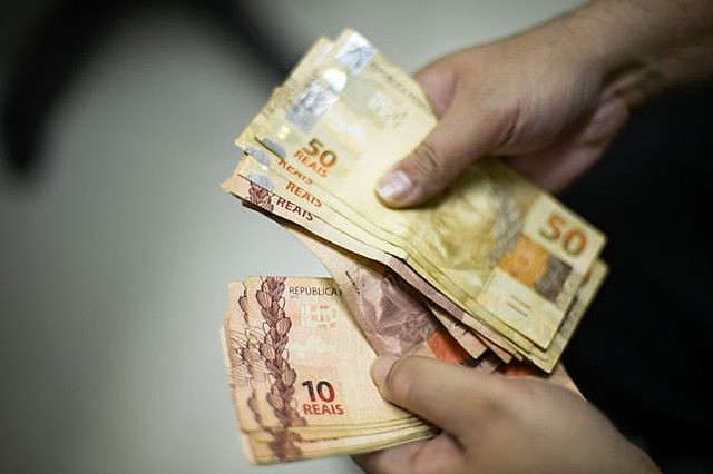 Survey shows that 73% of Brazilian households earned less than six minimum wages a month in 2018 and 2019, over 68.4% nine years ago
