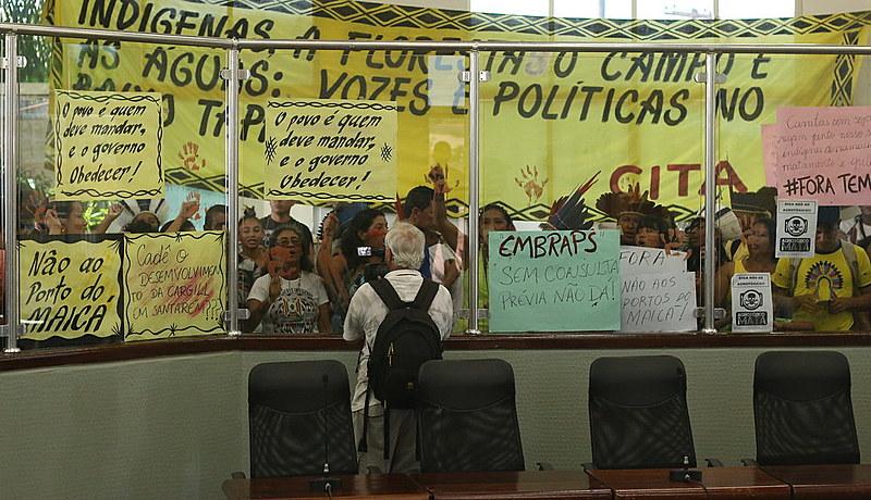 Indígenas protestam na Câmara em Santarém contra construção do porto da Embraps