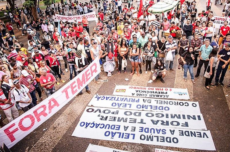 Protesto em Uberlância (MG) contra reformas do governo de Michel Temer (MDB)
