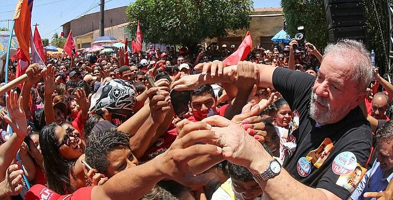 Ex-presidente Lula participa de ato no Ceará