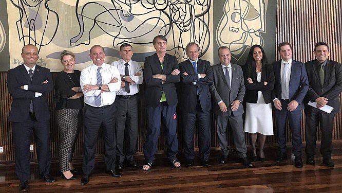 Equipe reunida para finalização do texto da pauta prioritária do governo Bolsonaro