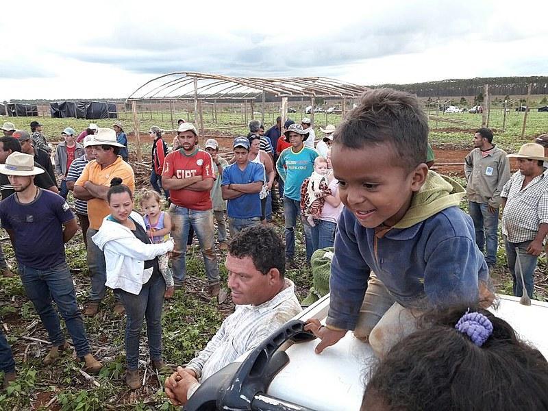A ocupação é organizada pelo Movimento dos Trabalhadores Rurais Sem Terra (MST)