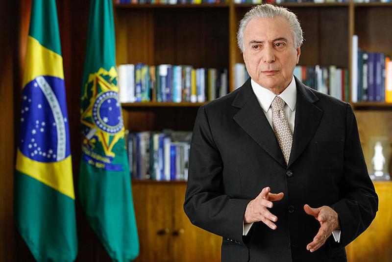 Eleitores e eleitoras vamos gravar bem o nome dos senadores e senadoras que (sem crime comprovado) votaram a favor da condenação da Presidenta Dilma, para que nas próximas eleições, esses políticos corruptos e oportunistas sejam banidos para sempre da vida pública
