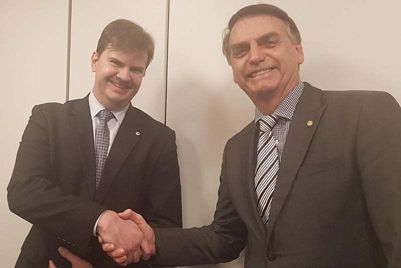 O ministro Gustavo Canuto e Jair Bolsonaro.