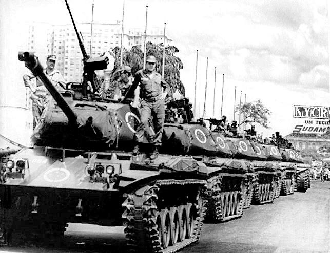 Em 4 de abril de 1968, tanques do Exército ocupam ruas cariocas