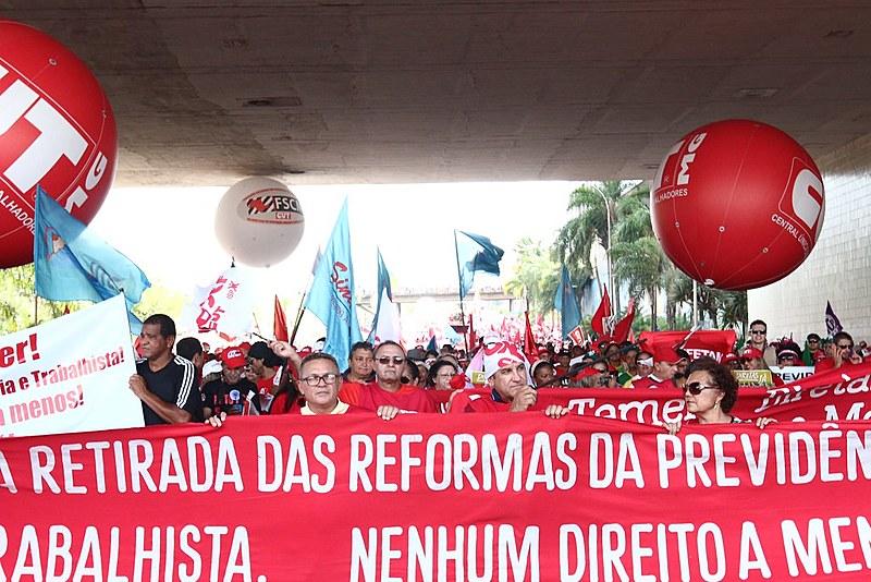 Central Única dos Trabalhadores realiza marcha contra reformas trabalhista e previdenciária em Brasília