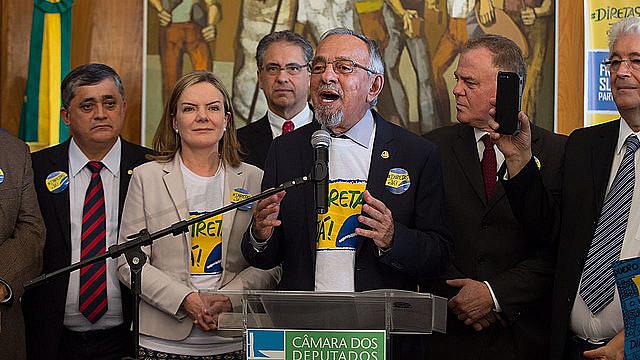 """El senador João Capiberibe, coordinador del frente por las [elecciones] """"Directas Ya"""", pide movilizaciones por todo el país"""