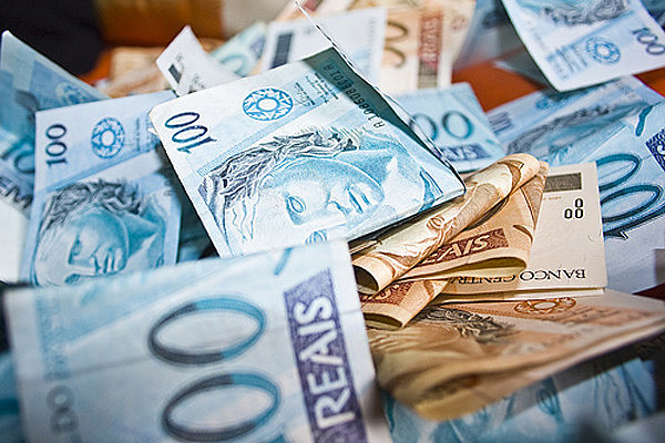 Metade dos nomes na lista dos mais ricos está ligada ao mercado financeiro e lucra com os juros altos