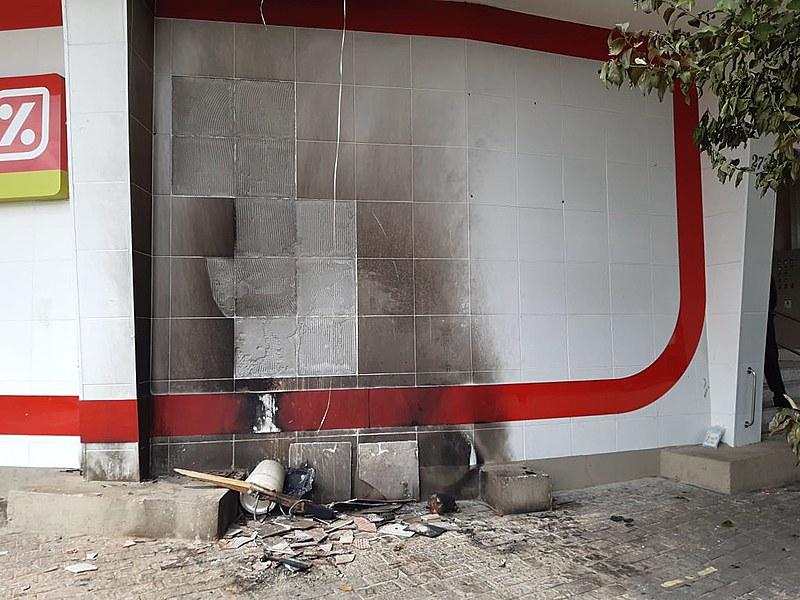 Homem de 39 anos foi atingido pelas chamas em frente ao supermercado Dia, na Mooca, zona leste de SP