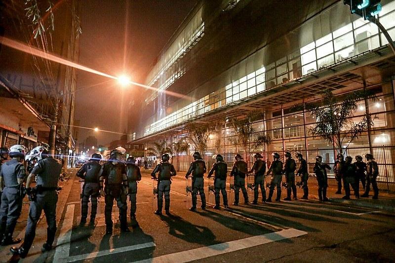 Polícia cercou unidade por volta das 5h30