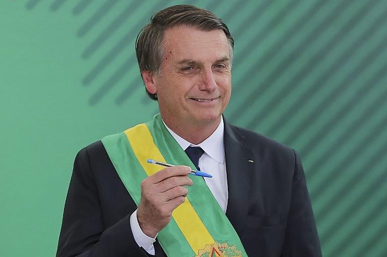 Bolsonaro disse que iria nomear 15 ministros, mas nomeou 22