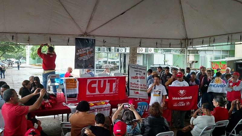Presentes criticaram também privatizações e ataques ao funcionalismo público