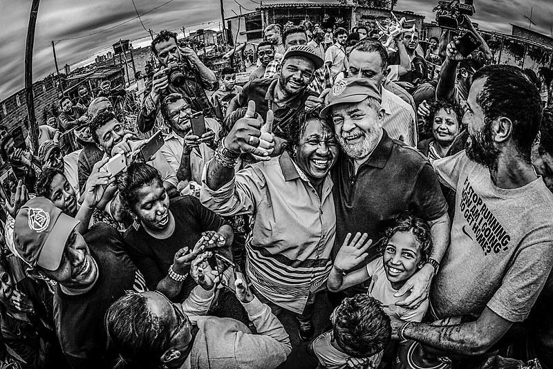 """""""Quando forem chamados a prestar depoimento podem dizer que Lula mora aqui"""", disse o ex-presidente"""