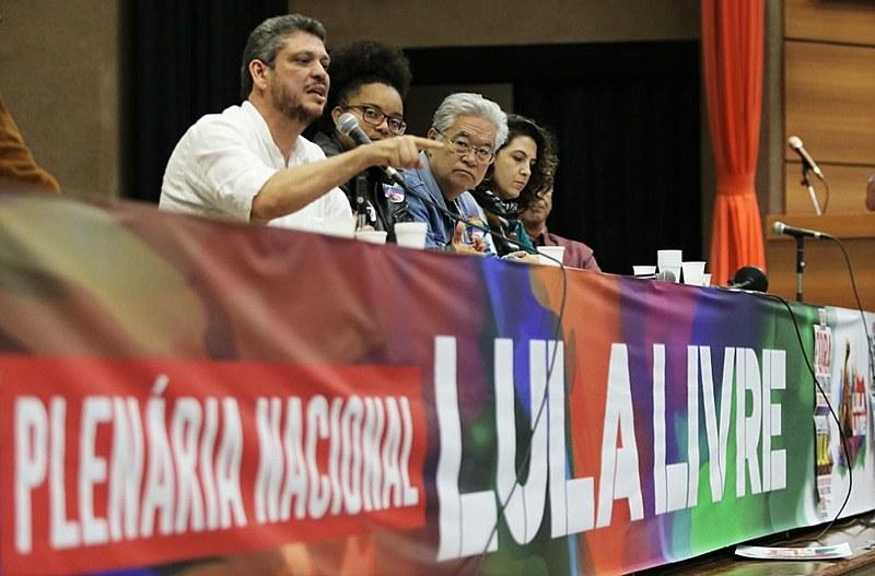 O vice-presidente do PT, Márcio Macedo, fala durante mesa de abertura da plenária