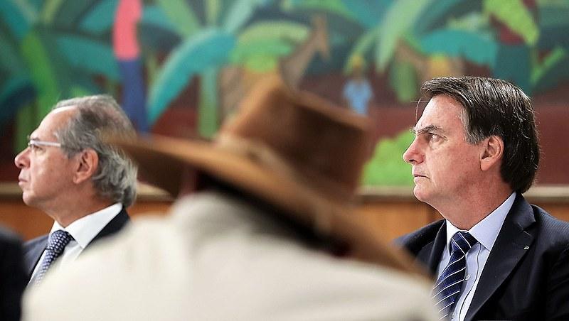 Bolsonaro em reunião com bancada do Mato Grosso, estado onde terra indígena foi quase toda destruída por queimadas