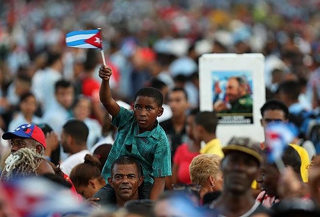Milhares de pessoass foram às ruas para último adeus ao líder cubano