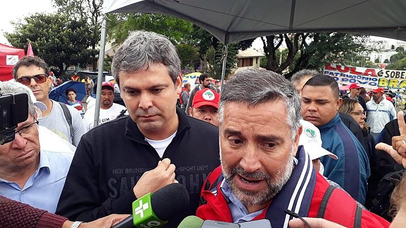 O senador Lindbergh Farias (PT-RJ) participa da comissão que vai falar com Lula nesta terça-feira