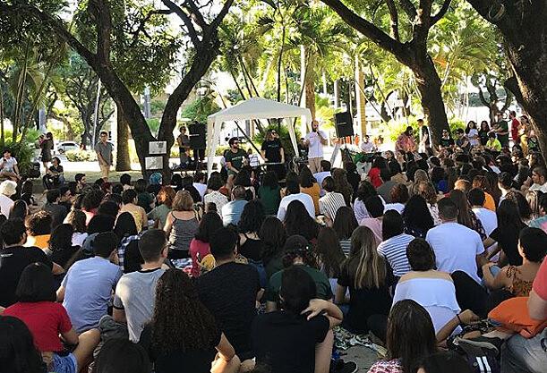 Edições temáticas levam dezenas de pessoas para ouvir e aprender mais sobre a história do Brasil e do Mundo