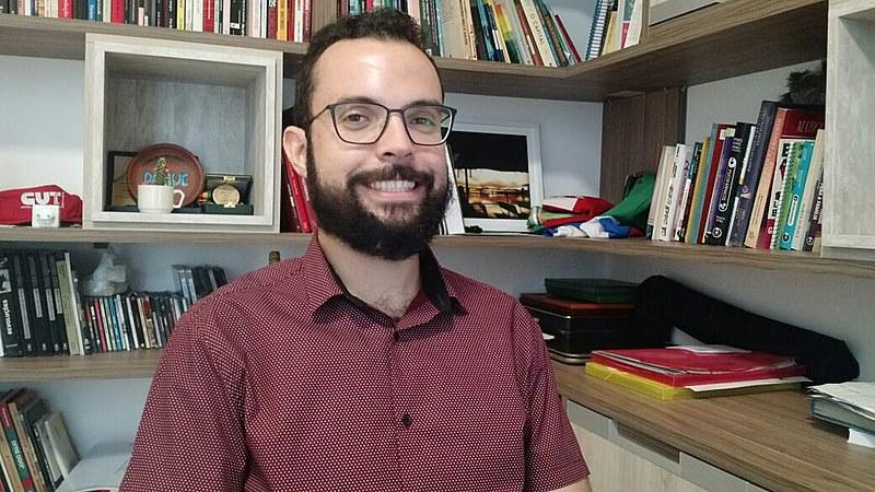 Aristóteles Cardona Júnior é Médico de Família no Sertão pernambucano, Professor da Univasf e militante da Frente Brasil Popular-Pernambuco