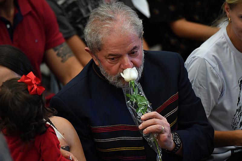 Lula, durante a missa de sétimo dia da esposa Marisa Letícia, em 2017