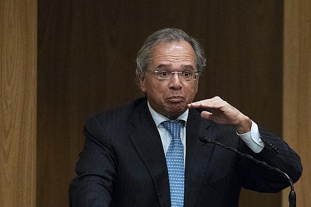 Posición de Guedes, ministro de Economía, es establecer el valor del salario mínimo apenas con base en la inflación del año en curso