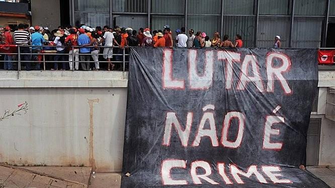 Integrantes do MST em ocupação do Incra por reivindicação de reforma agrária em Brasília, em 2010