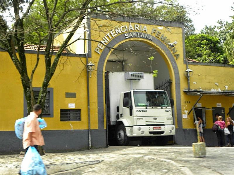 Presas também denunciam restrição ao uso de água e condições sub-humanas de alimentação