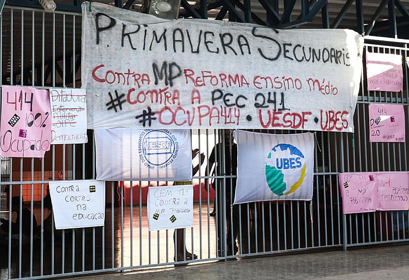 Alunos ocupam Colégio de Brasília em ato contra a reforma do ensino médio