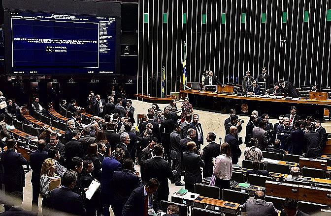 Plenário da Câmara Federal discute neste momento a Proposta de Emenda Constitucional (PEC) 241