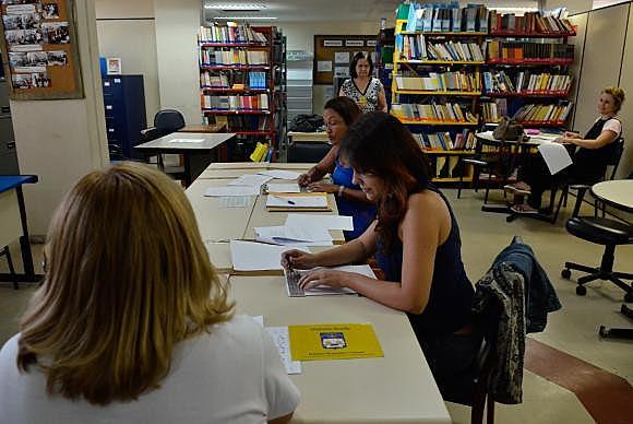 No Instituto Municipal Helena Antipoff, professoras aprendem o braille para promover a inclusão de crianças com deficiência na rede pública