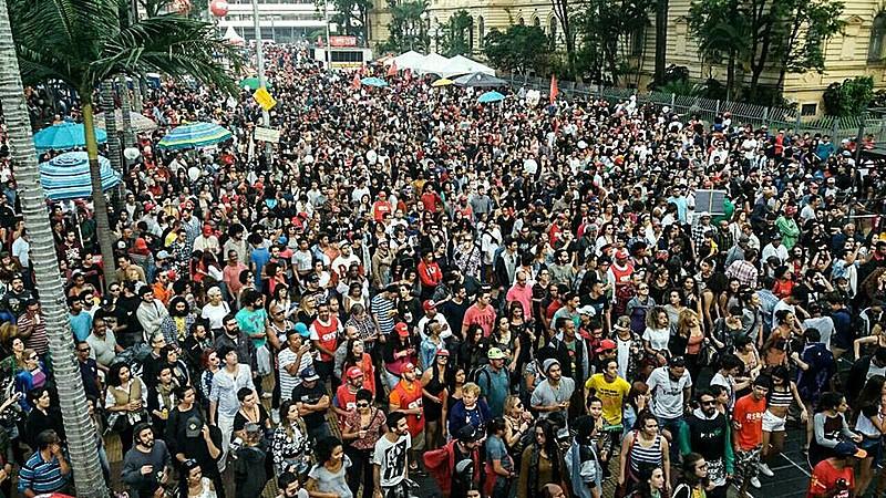 Praça da República tomada pela classe trabalhadora no 1º de maio, em São Paulo