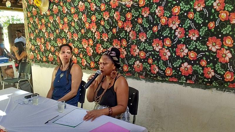 """""""No Estado do Tocantins há 44 comunidades reconhecidas e temos apenas duas escolas quilombolas"""", diz Fátima Barros (dir.)"""