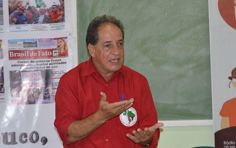 Defensor de Bolsonaro chegou a puxar uma arma durante a distribuição pacífica do jornal