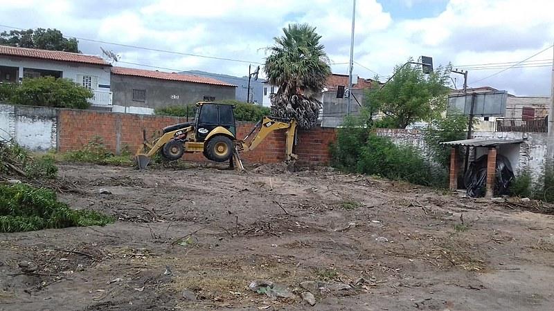 A empresa destruiu o Sistema Agroflorestal, retirou as mudas do viveiro, quebrou a encanação, fiação e o sistema de irrigação