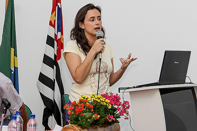 La chef Bel Coelho participa de conferencia en la III Feria de la Reforma Agraria