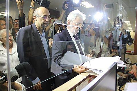 Lideranças do PSOL protocolam pedido de impeachment de Michel Temer nesta segunda-feira (28)