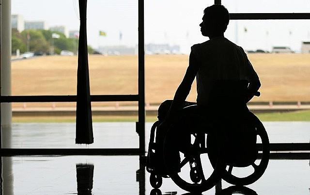 PL do governo propõe trocar contratação de pessoas com deficiência pelo pagamento de um valor equivalente a dois salários mínimos