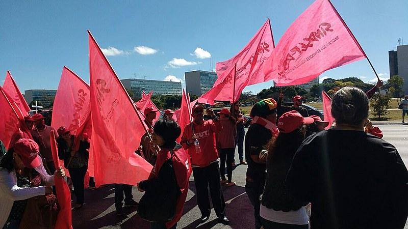 Manifestantes na Esplanada dos Ministérios, em Brasília (DF)