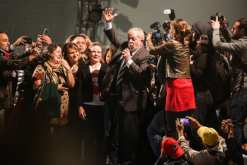 Lula durante discurso de encerramento da Jornada de Luta pela Democracia