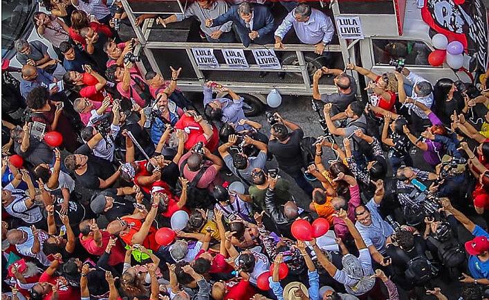 """Ex-ministro da Educação, Fernando Haddad, disse que a luta por """"Lula livre"""" e a luta dos trabalhadores não podem ser dissociadas"""