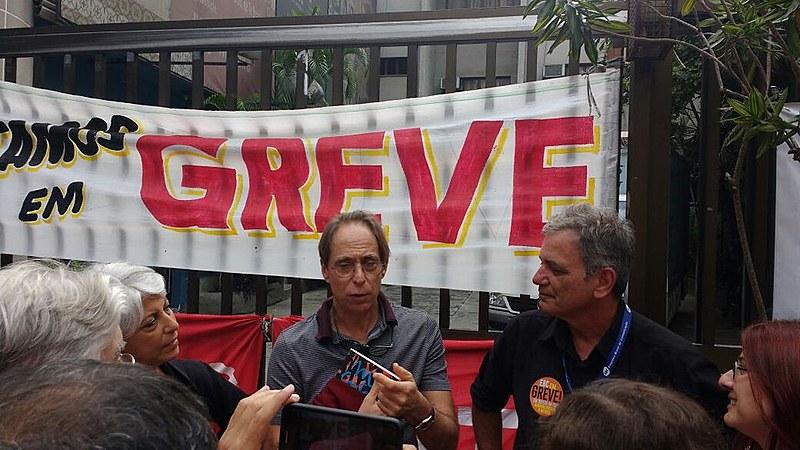 """Cardoso conversou com grevistas antes de participar do programa """"Sem Censura"""""""