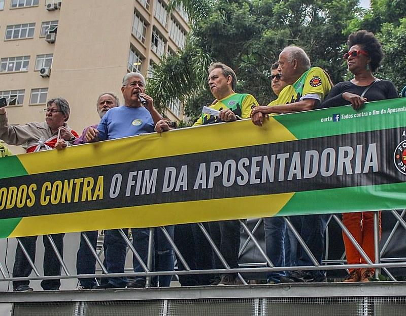 """Requião compra os cortes no BPC a um """"bode na sala"""""""