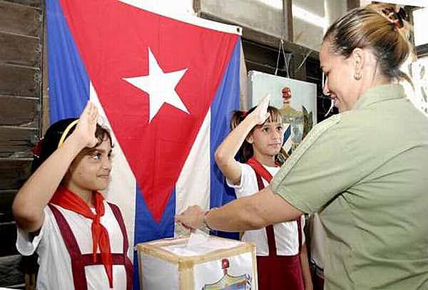 Cuba vai promover ainda este ano uma consulta popular para aprovar uma nova Constituição e substituir a de 1976