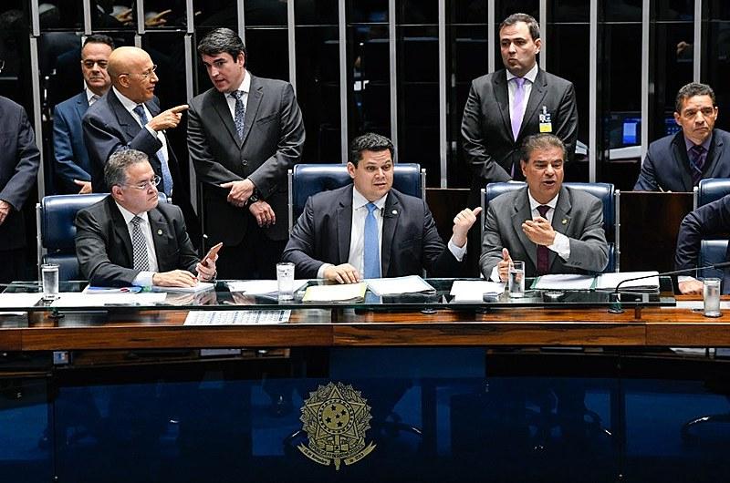 O presidente do Senado Davi Alcolumbre (DEM-AP) convocou sessão extraordinária para votar a matéria