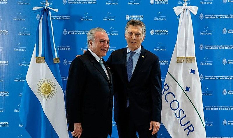 Esta sexta (26) acontece uma reunião do presidente argentino, Maurício Macri (à esquerda), com o presidente da França para definir o acordo